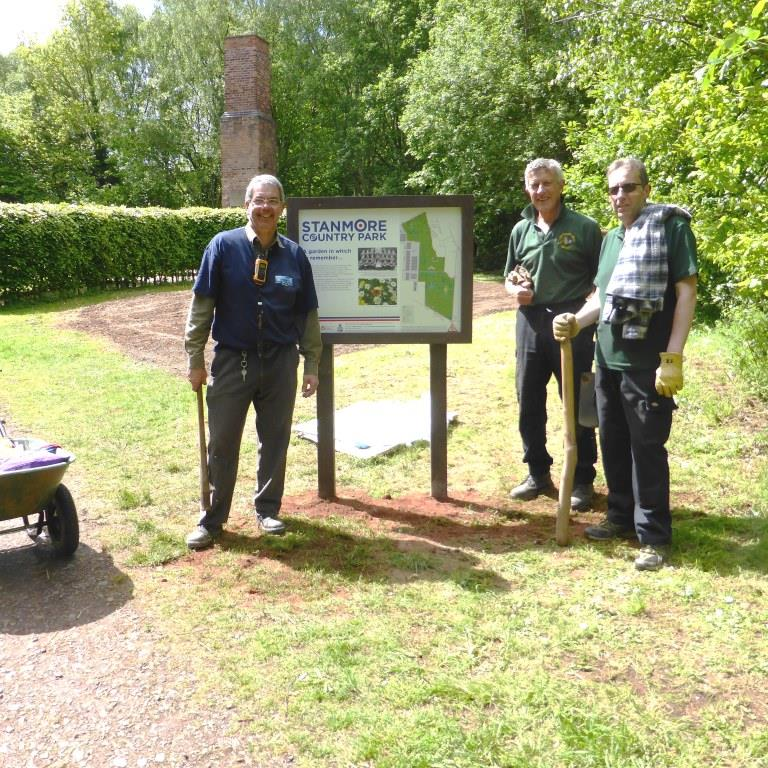 Pic-2-Stanmore-Country-Park-freestanding-recycled-plastic-sign-installation-volunteers-SQ-3.jpg